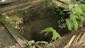 Poço escavado-para fora Open em uma casa da vila, Myanmar video estoque