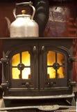 Poêle brûlant en bois Photos stock