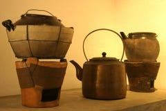 Poêle de bacs, de bouilloire et de charbon de bois Photo libre de droits