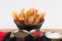 Poêle de pommes frites de crevettes de bifteck images libres de droits