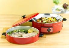 Poêle et bac de cuisson à la vapeur Images stock
