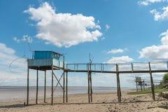 Połów buda na stilts dzwonił Carrelet, Gironde ujście, Francja obraz stock