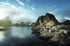 Połów buda przy wiosna zmierzchem - Reine, Lofoten obrazy stock