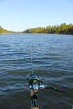 Połów Rod i rolka nad jeziorem w Północnym Minnestoa Zdjęcie Royalty Free