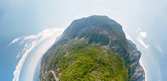 Połówka Bańczasta panorama, 180 stopni morzy i góry blisko Kemer, Turcja obrazy stock
