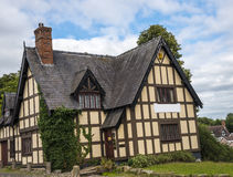 Połówka Cembrował budynek w targowym miasteczku Sandbach Anglia Fotografia Stock