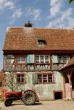 Połówka cembrował dom w wiosce w Alsace Zdjęcie Stock