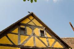 Połówka cembrował dom w wiosce w Alsace Obrazy Stock