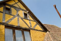 Połówka cembrował dom w wiosce w Alsace Fotografia Royalty Free
