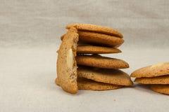 Połówka migdałowego ciastka frontowego widoku zakończenie Fotografia Stock