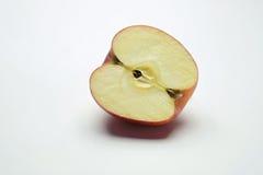 Połówka odizolowywająca na białym tle czerwony jabłko Obraz Royalty Free