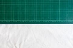 Połówka rozcięcie maty i biały tło Obraz Royalty Free