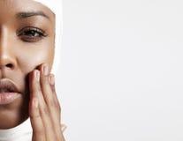 Połówka twarzy murzynka z bandażującą głową Obraz Stock