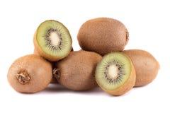 połówki cięcie i cała kiwi owoc na białym tle Set kiwi dla produktu lub pakunku projekta elementu Fotografia Stock