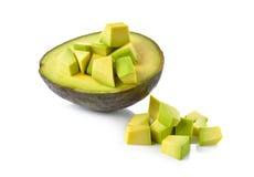 Połówki i porci rżnięty Avocado na bielu obraz stock