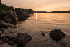 Położenia słońce na Quirke jeziorze Zdjęcia Stock