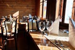 położenie restauracyjny stół Fotografia Stock