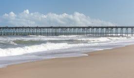Połowu molo przy Kure plażą, NC obrazy royalty free
