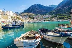 Połowu port z starymi drewnianymi łodziami rybackimi w Sicily, Włochy Obrazy Royalty Free