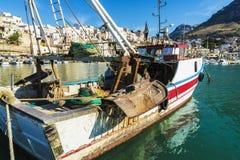Połowu port z starymi drewnianymi łodziami rybackimi w Sicily, Włochy Zdjęcie Royalty Free
