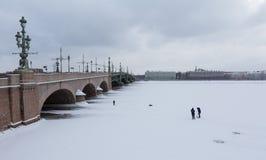 połowu rybi lód właśnie kłama Russia Transbaikalia łapać w pułapkę zima Fotografia Stock