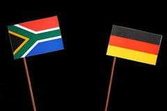 Południe - afrykanin flaga z niemiec flaga odizolowywającą na czerni Fotografia Stock
