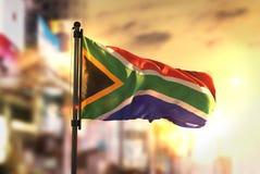 Południowa Afryka flaga Przeciw miasta Zamazanemu tłu Przy wschodu słońca Bac Zdjęcia Royalty Free