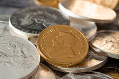 Południowa Afryka Złocista moneta Kugurand z Srebnymi Eagle monetami Zdjęcie Stock