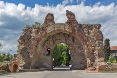 Południowa brama znać jako wielbłądy antyczny rzymski, fortyfikacje w Diocletianopolis, miasteczko Hisarya, Bułgaria obrazy royalty free