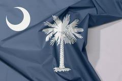 Południowa Karolina tkaniny flaga zagniecenie z biel przestrzenią i krepa zdjęcie royalty free