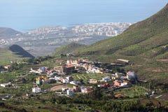 Południowa strona Tenerife wyspa z małymi wioskami przy góra skłonami i Atlantyk wybrzeżem, widok z lotu ptaka od mirador kanarek Fotografia Stock