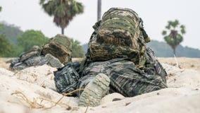Południowego Korea Infantrymen czekać na napadanie rozkaz podczas kobry złota 2018 Wielonarodowych ćwiczeń wojskowych obraz royalty free
