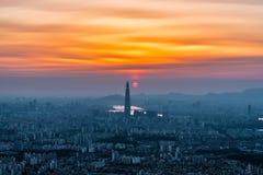 Południowego Korea linia horyzontu Seul najlepszy widok Południowy Korea z Lotte światowym centrum handlowym przy Namhansanseong  Obrazy Stock