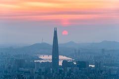 Południowego Korea linia horyzontu Seul najlepszy widok Południowy Korea z Lotte światowym centrum handlowym przy Namhansanseong  Zdjęcie Royalty Free