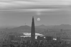 Południowego Korea linia horyzontu Seul najlepszy widok Południowy Korea z Lotte światowym centrum handlowym przy Namhansanseong  Zdjęcia Stock