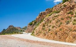 Południowy Corsica krajobraz, obraca halną drogę Obrazy Royalty Free