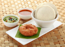 Południowy Indiański naczynie bezczynnie, vada i sambar, Fotografia Royalty Free