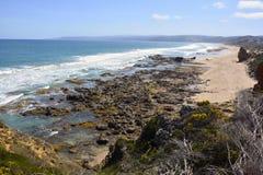 Południowy oceanu wybrzeże w Aireys wpuscie Obraz Royalty Free