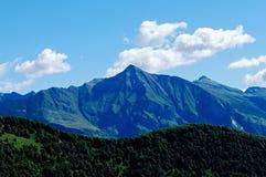 Południowy Szwajcaria: Piz, góra Vogorno przy wejściem Verzasca dolina/ zdjęcie stock
