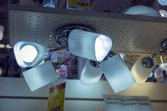 Połysk i lampy eksponujący w sklepie dla sprzedaży Fotografia Stock