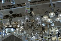 Połysk i lampy eksponujący w sklepie dla sprzedaży Zdjęcie Stock