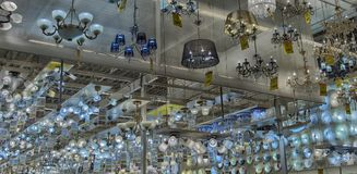 Połysk i lampy eksponujący w sklepie dla sprzedaży Obraz Stock