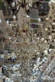 Połysk i lampy eksponujący w sklepie dla sprzedaży Fotografia Royalty Free