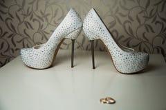 Poślubiać buty na biurku Obraz Stock