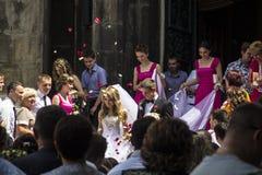 Poślubiać dwa młodzi ludzie w mieście Lviv Fotografia Royalty Free
