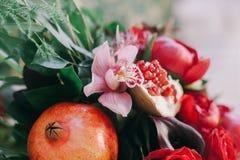 Poślubiać kwiat dekorację z grapefruitowym Obrazy Royalty Free
