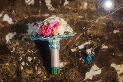 Poślubiać kwiaty i piękną pierścionek dekorację Obraz Stock