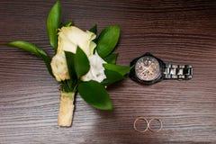 Poślubiać kwiaty i piękną pierścionek dekorację Fotografia Stock