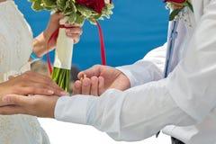 Poślubiać na plażowym morzu Zdjęcia Royalty Free