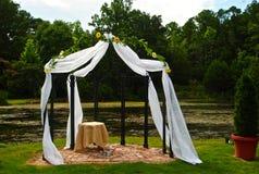 Poślubiać przy jeziorem Zdjęcie Royalty Free